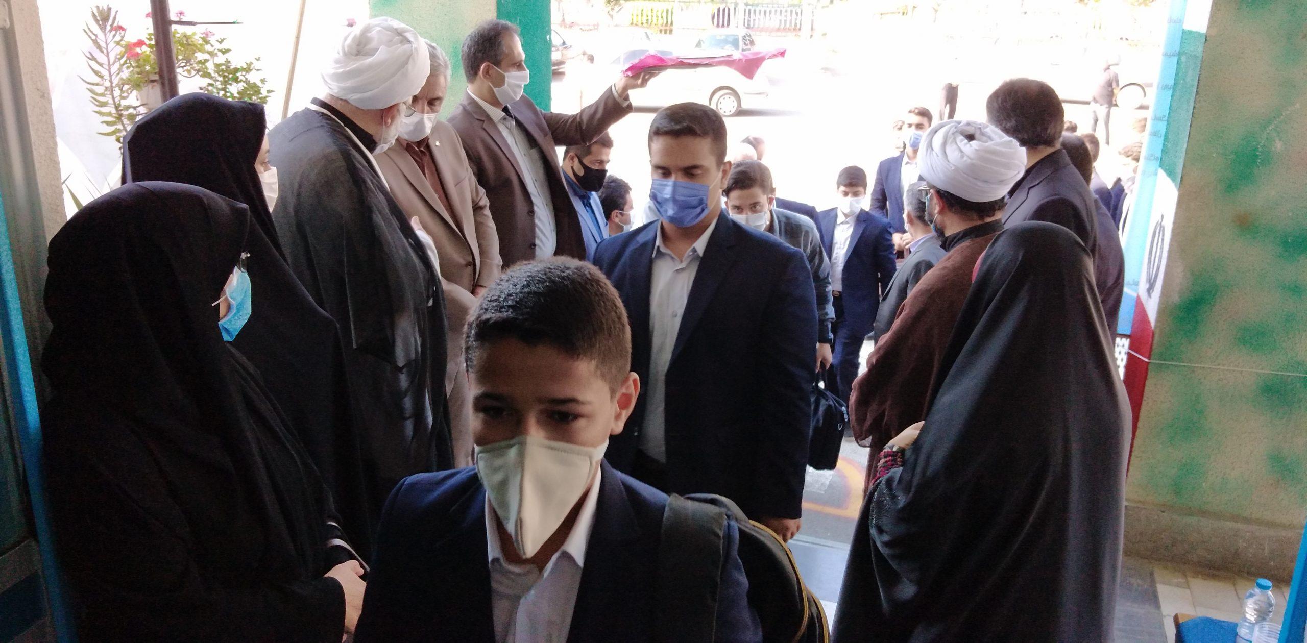 دانش آموزان در مسیر تحقق اهداف انقلاب حرکت کنند.