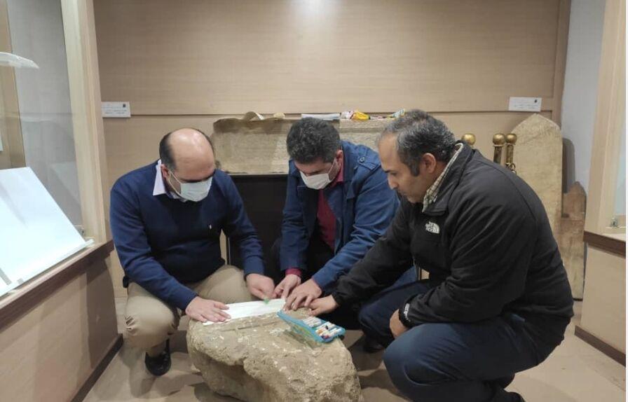 قدمت سنگ قبر باستانی کشف شده قلعه رودخان مشخص شد.